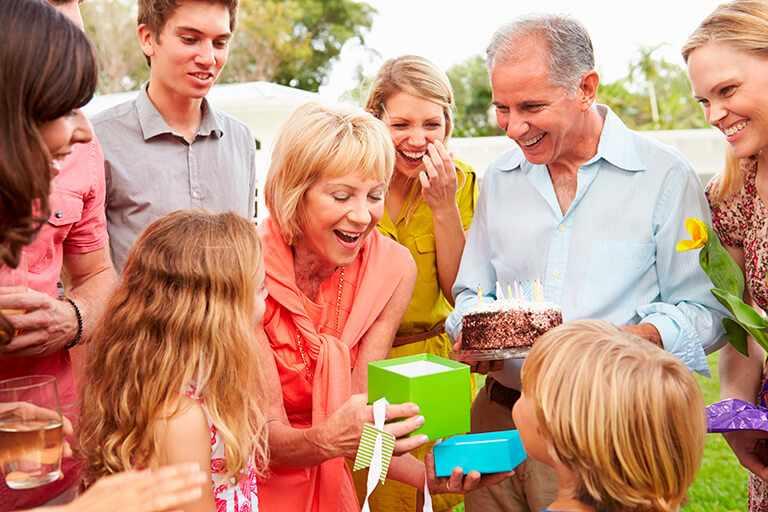 Что подарить женщине на 60 лет