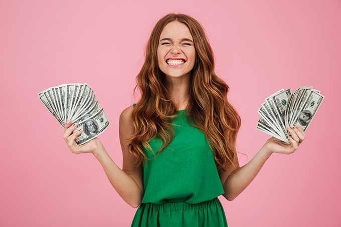 как подарить деньги на юбилей женщине оригинально и необычно
