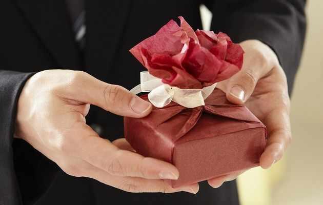 Варианты необычного подарка женщине