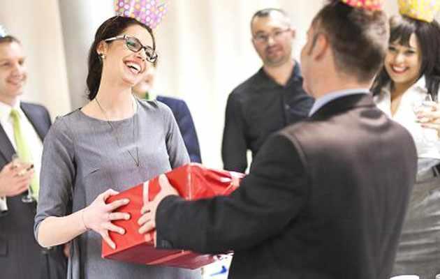 Подарок коллеге женщине на день рождения