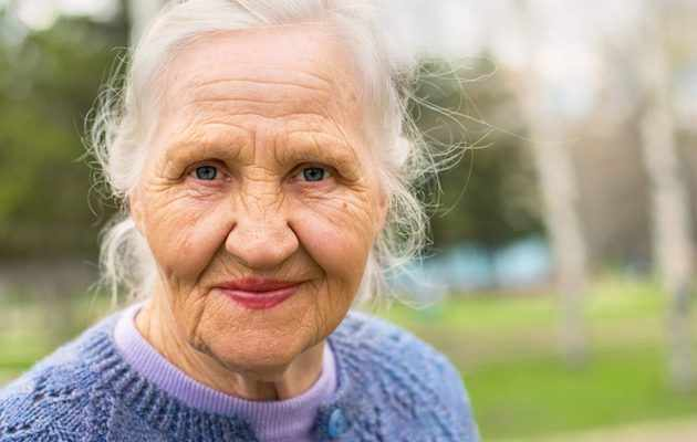 Что можно подарить женщине на 76, 77, 78, 79 лет?