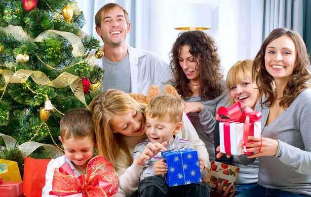 Что можно подарить родственникам на Новый год 2021