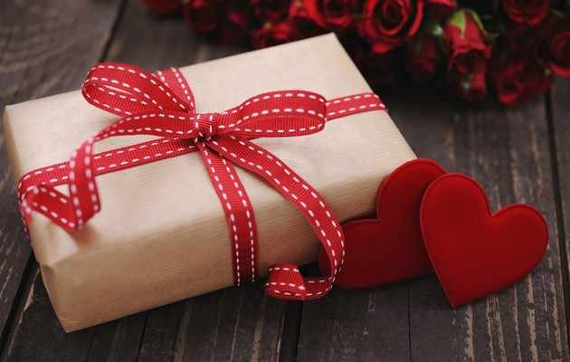 Что можно подарить девочке на 14 февраля?