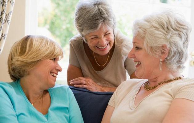 Что можно подарить подруге на 55 лет?