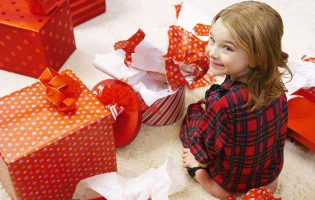 Что можно подарить девочке на Новый год 2021