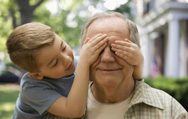 Что подарить дедушке на 50-55 лет