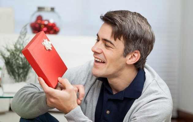 Что можно подарить другу мужчине на день рождения?
