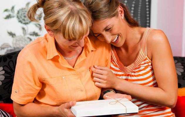 Что можно подарить маме на Новый год 2021 от дочки?
