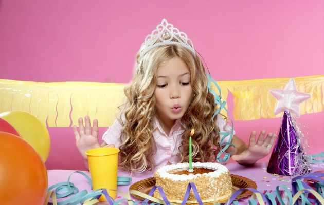 Что можно подарить девушке на 14 лет?