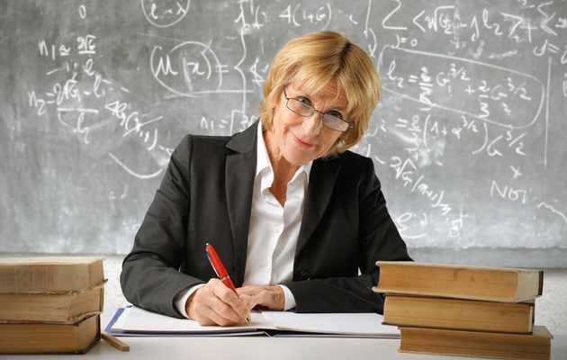 Что можно подарить преподавателю женщине?