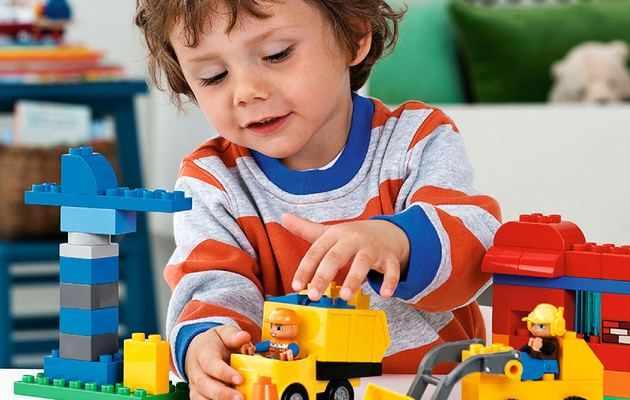 Что можно подарить мальчику на 3 года?