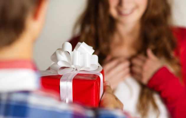 Что можно подарить жене брата на день рождения?