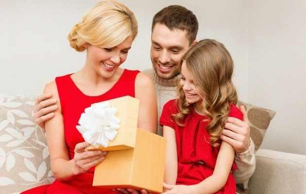 Что можно подарить маме на Новый год?