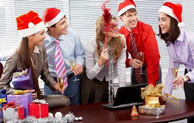 Что можно подарить начальнику женщине на Новый год 2021