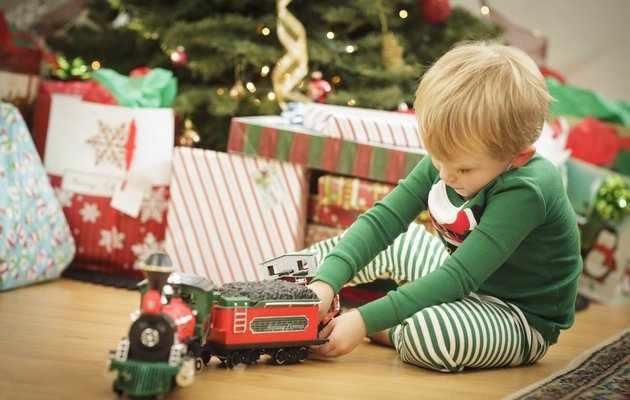 Что можно подарить мальчику на Новый год 2021