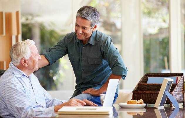 Что можно подарить пожилому мужчине на день рождения?