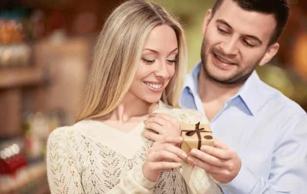 Что можно подарить жене на 8 Марта?