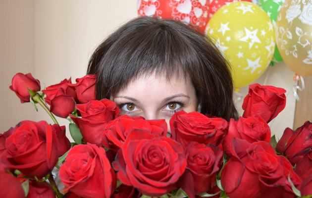 Какие цветы можно подарить девушке на день рождения?