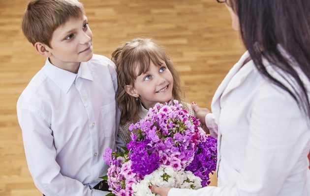 100 идей подарков учителю на выпускной