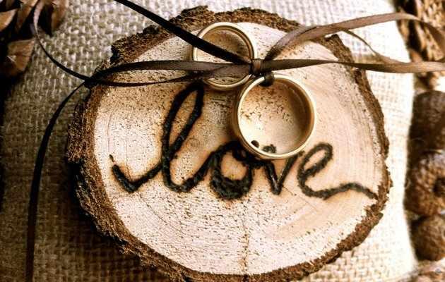 Что можно подарить на деревянную свадьбу друзьям?
