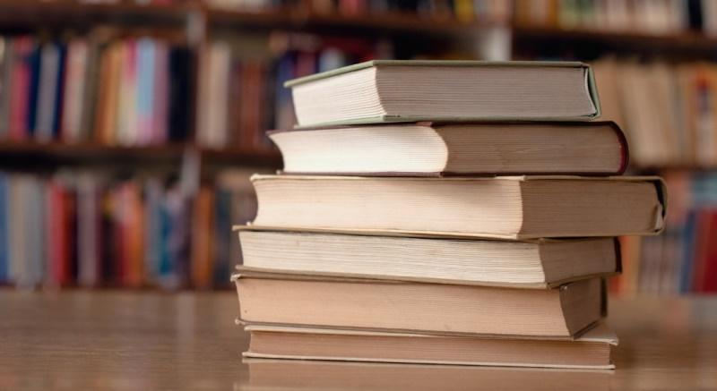 Бумажные книги лучше подарить в любой другой день