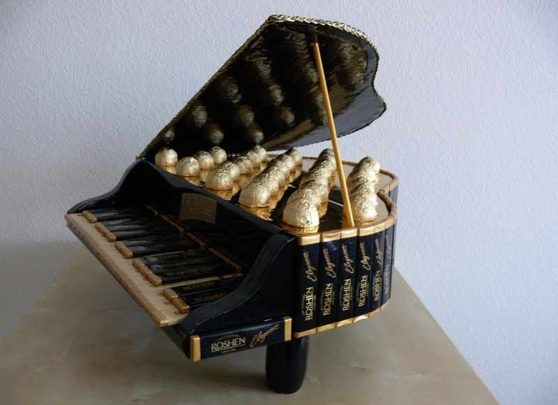 Фортепиано из конфет