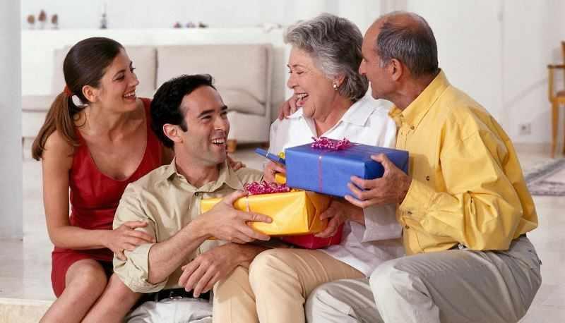Подарки для родителей на Новый год 2021