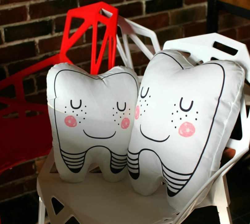 Симпатичные подушки в виде зубов