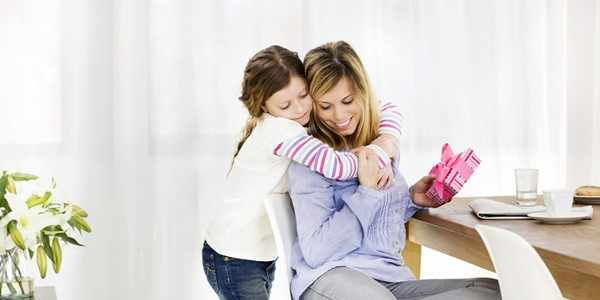 Что подарить матери на День матери