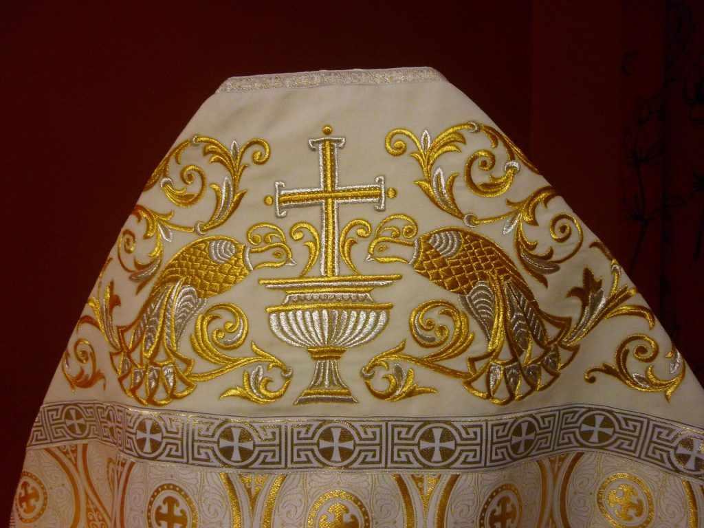 Церковная одежда с вышивкой или ткань