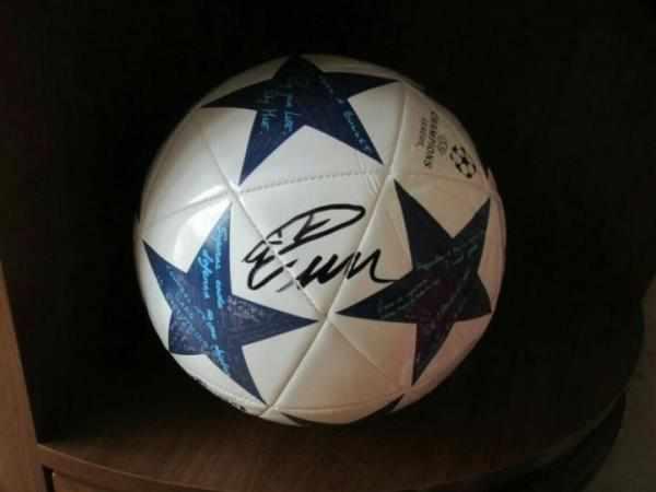 мяч с автографом