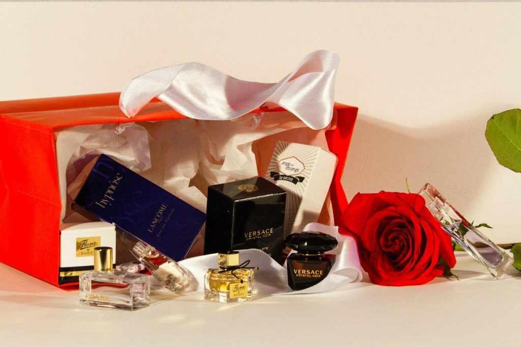 парфюм девушке на Новый год