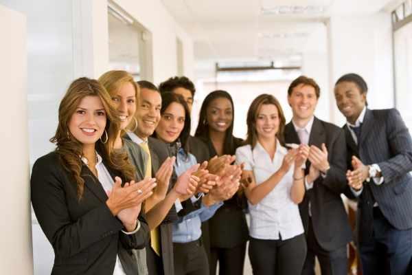 Что-подарить-коллеге-при-увольнении-на-память-женщине