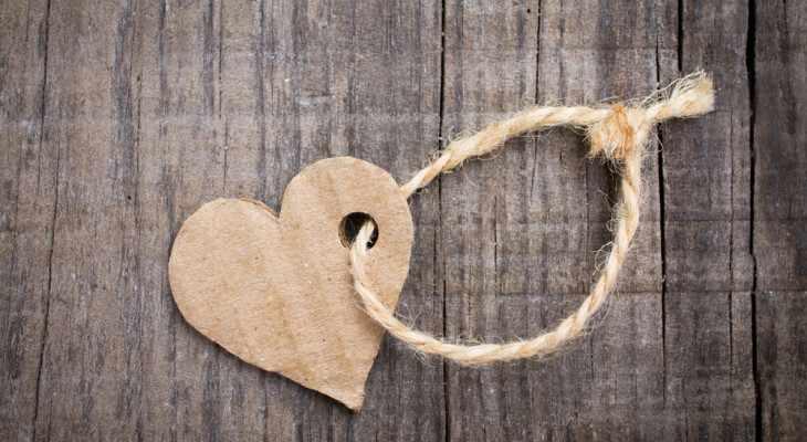 Вторая годовщина: что дарить на бумажную свадьбу?