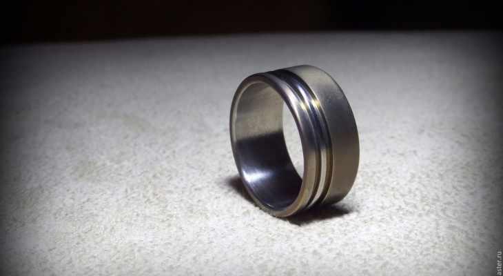 Дарим кольцо парню: 11 оригинальных идей