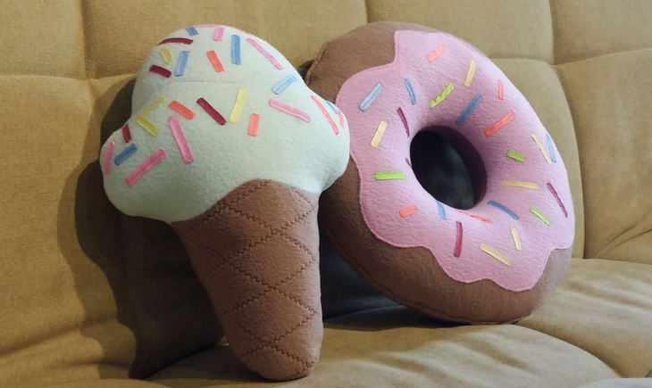 Большие декоративные подушки в виде сладостей