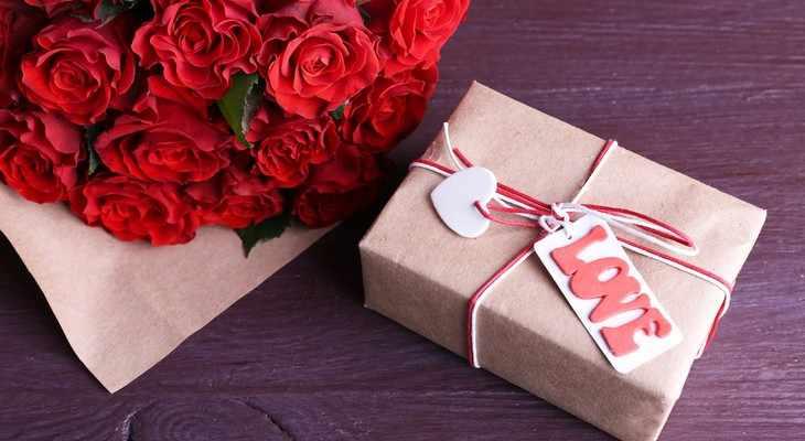 розы и коробка