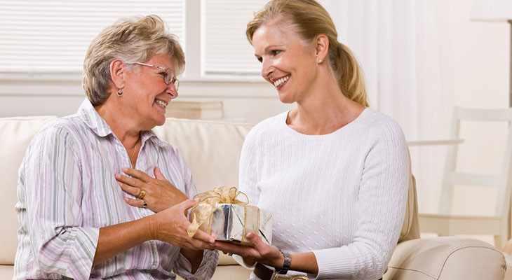 Подарок для женщины на 65-летие 55 идей