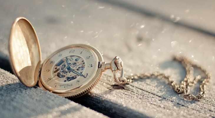 Наручные или карманные часы.