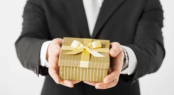 Подарок другу на свадьбу 50 идей