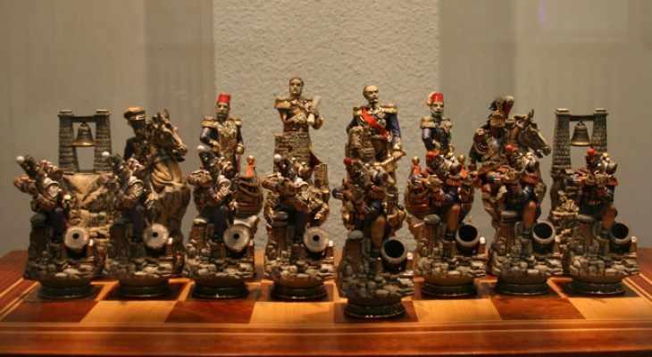 шахматы с военными солдатами