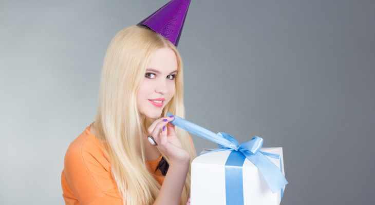 Подарок для девушки на 21 год 55 идей