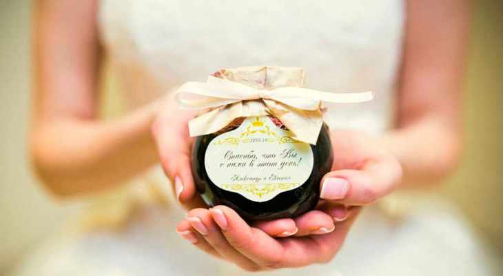 Идеи подарков крестным родителям на свадьбе от молодоженов
